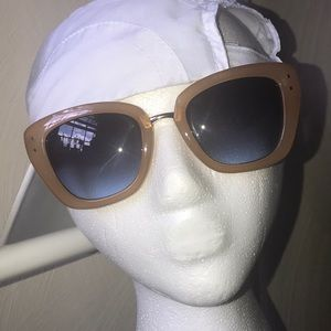 TAHARI Sunnies (WC)